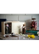 Gardner Street Pinewood Tea Box with glass bottles